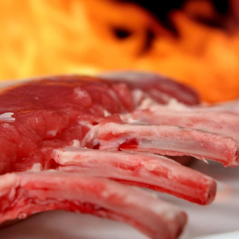 свински ребра от пасищно прасе